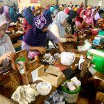 female kretek workers