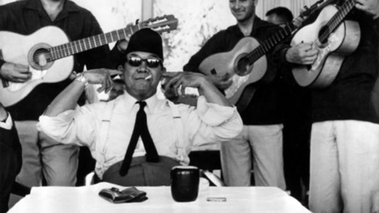 Soekarno, World Leaders, and Cigarette