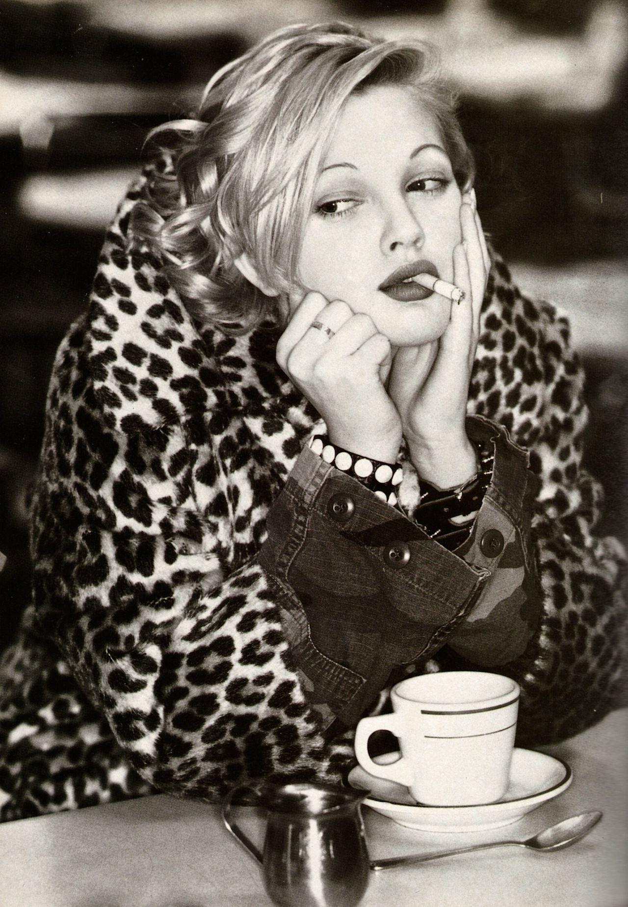 Drew Barrymore Smoking 02