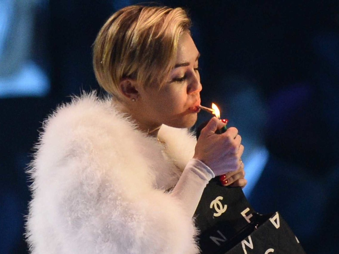 Miley Cyrus Smoking 2